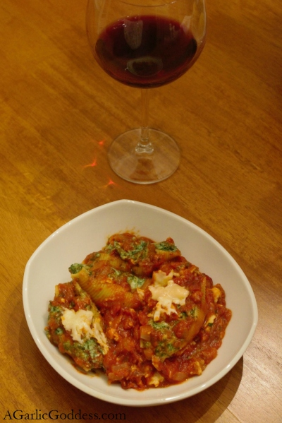 Spinach Stuffed Shells in a Turkey Tomato Sauce